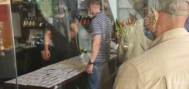 У главного редактора Українські новини Дениса Иванеско СБУшники незаконно отобрали телефон